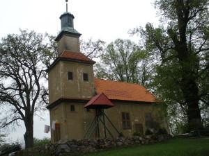 Kirche mit nebenstehendem Glockenturm Balfanz