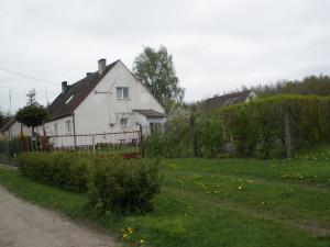 Ehemalige Arbeiterwohnhäuser auf dem Gut Carlshöh/ Kreis Neustettin